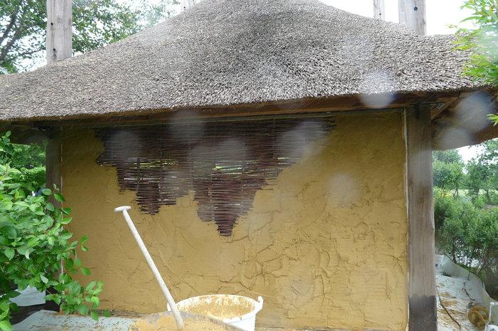 leem-aanbrengen-stro-tuinhuis
