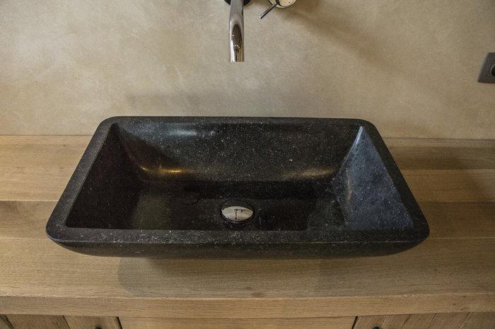 tadelakt-badkamer-wastafel-tieraffino-stone